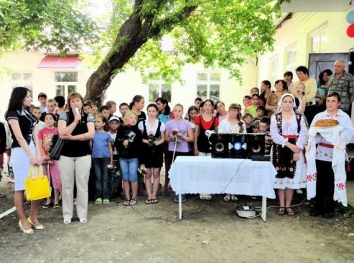Empfang durch die Kinder und Larisa in Gangura